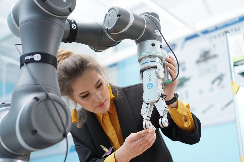 SIA. TM Robot и RG2-TF Gripper OnRobot.