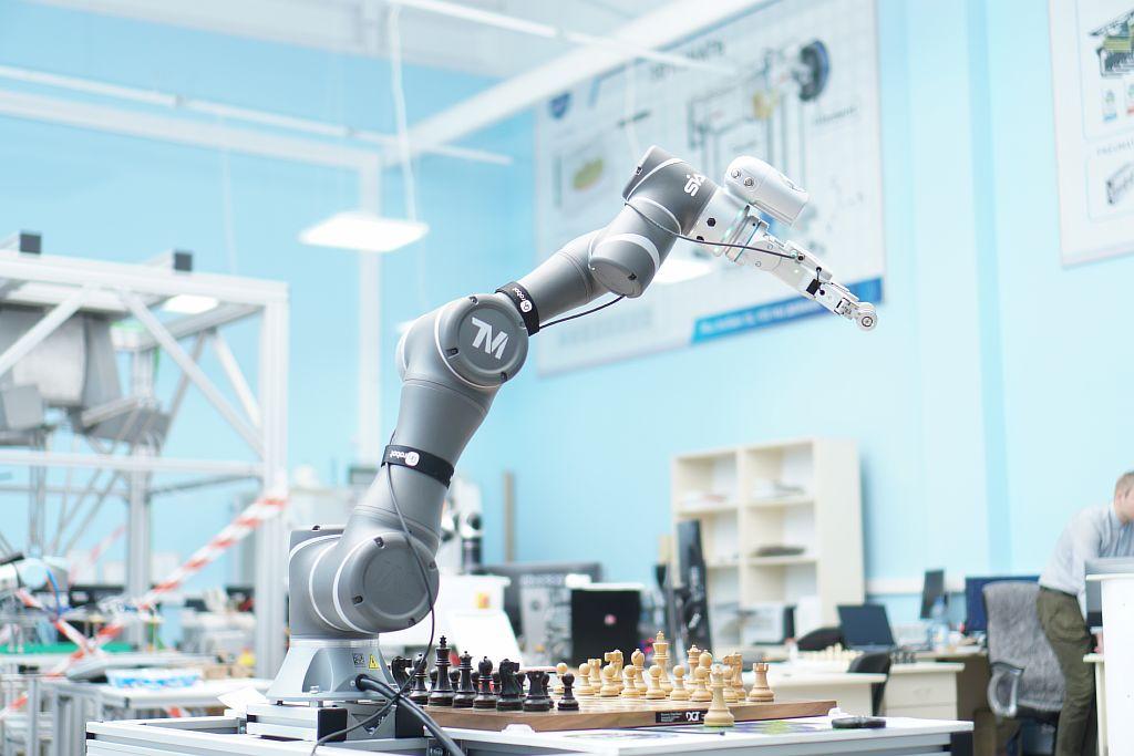 SIA. Лаборатория. Робот шахматист.